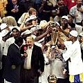 2000年奪冠軍後的 Jerry Buss