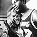奪冠後的 Jerry Buss 與 Magic Johnson