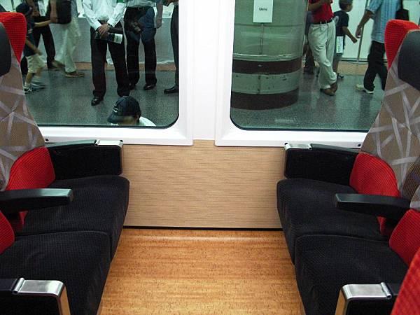 HB-E300系車内