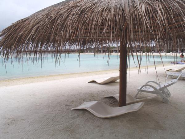 10/26 沙灘旁的遮陽棚