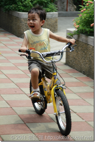 小罡騎腳踏車