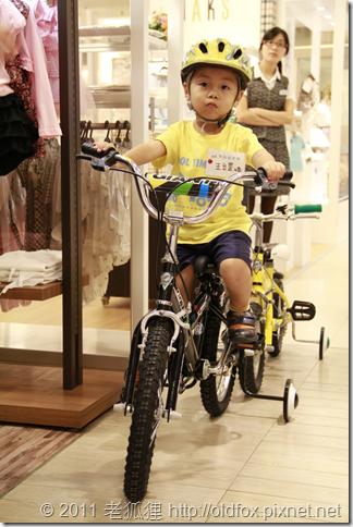 小罡和比賽用的腳踏車