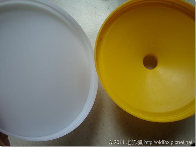 拆開煮蛋器的蓋子