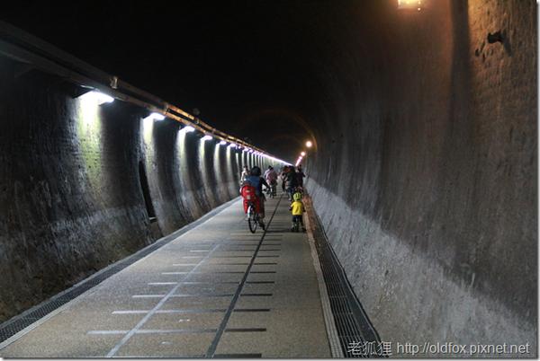 草嶺隧道內