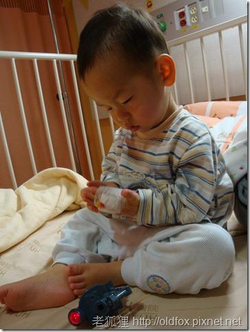 小雍看著手上的針頭