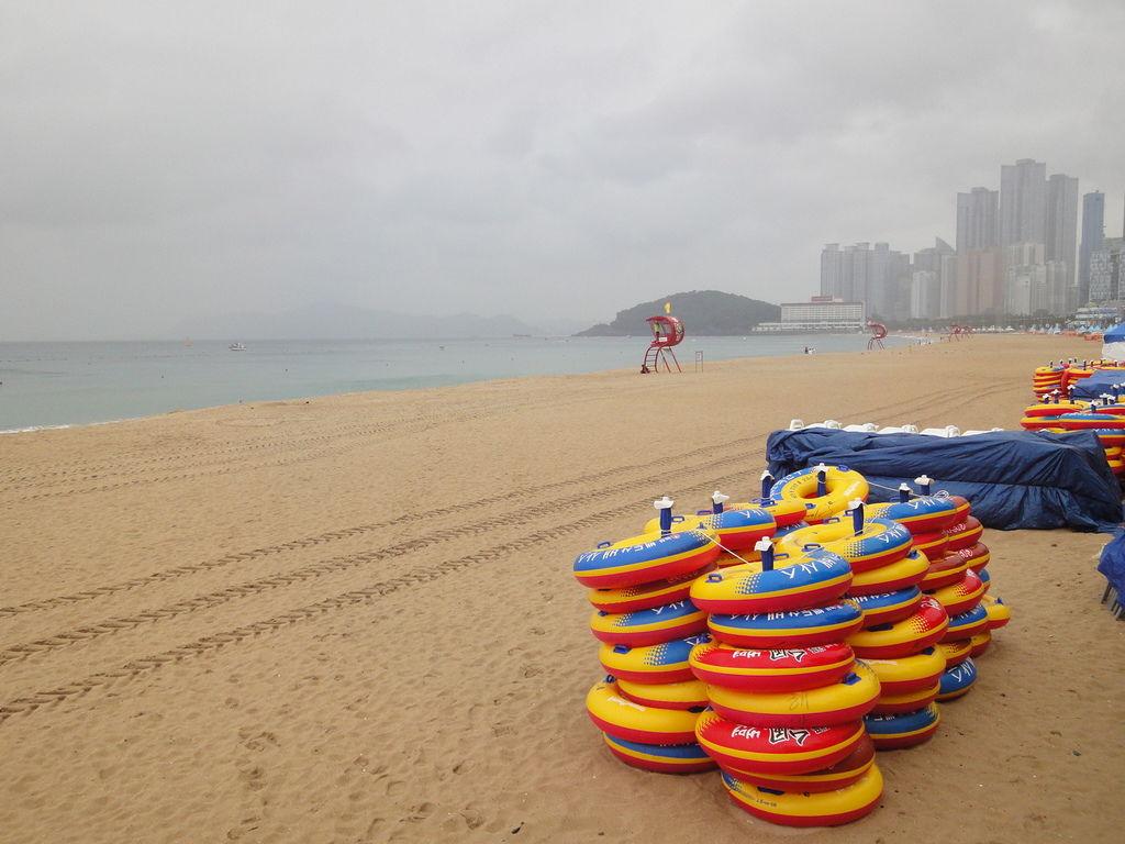 雨中的海雲台沙灘