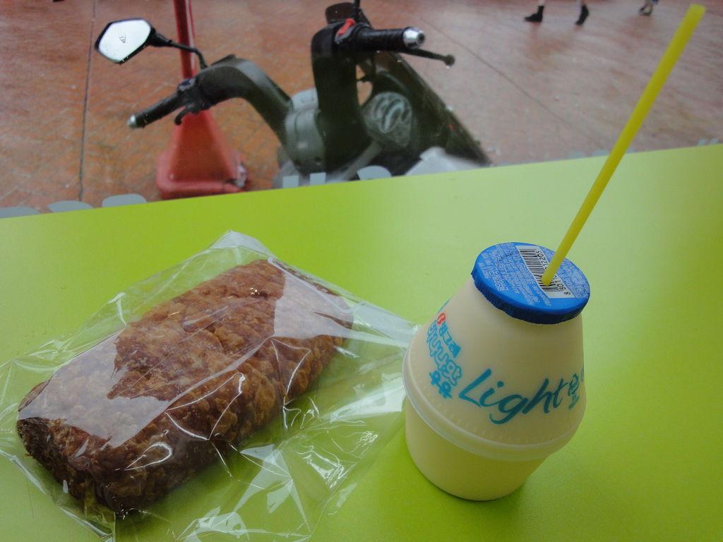 香蕉牛奶1300&丹麥麵包1000