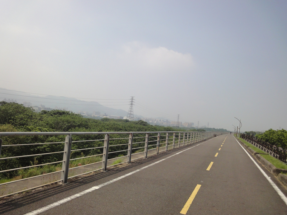 大漢溪左側自行車道