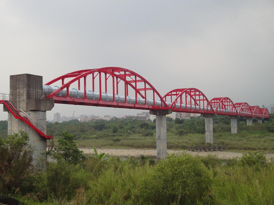 紅色水管橋