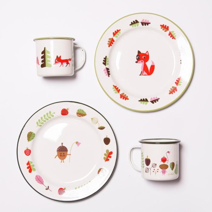 ingela-p-arrhenius-enamel-plates-mugs-3_6466afba-08cc-4884-9e67-3b7c9b35fc0c