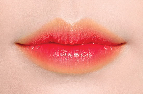 LANEIGE蘭芝 超放電絲絨雙色唇膏 Two Tone Lip Bar 2g, NT.890元(No.11 Juicy Pop絢陽)妝效特寫_正.jpg