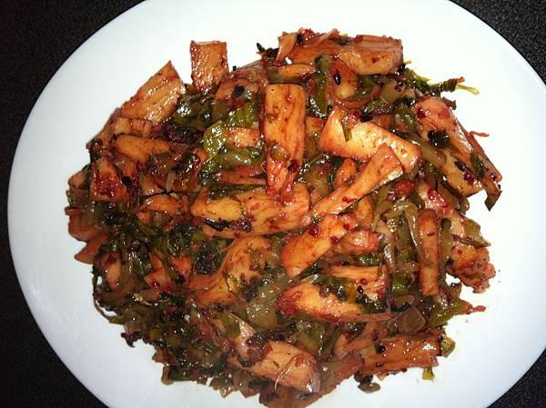 紅麴麵腸炒酸菜.jpg