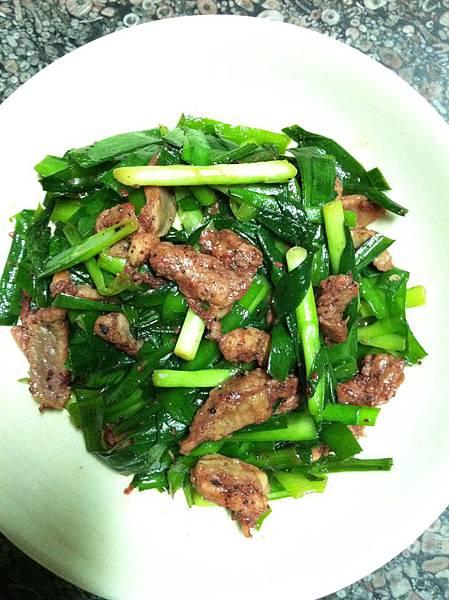 紅麴肉片炒韭菜