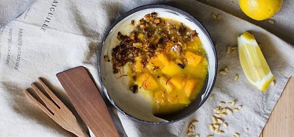 番紅花風味蜜漬芒果和乳酪奶凍