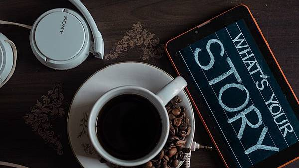 top-view-photo-of-coffee-near-tablet-1749303