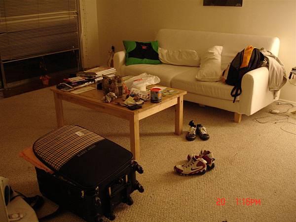 堂哥的住處太凌亂了 於是改到他女朋友家暫住一晚