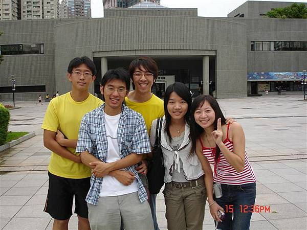 台中科博館前~人很少的團遊第一照