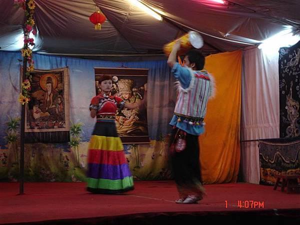 彝族的服飾唷