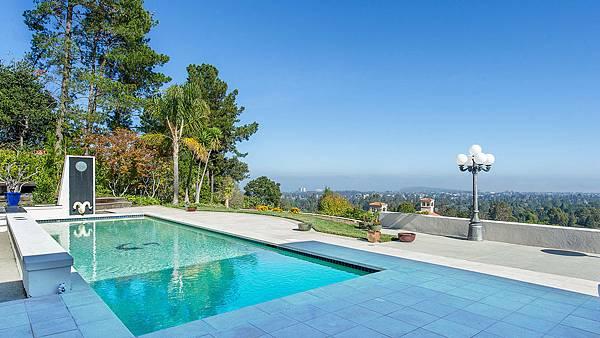 10. 加利福尼亚州,希尔斯伯勒(HILLSBOROUGH CA),邮编94010,房价中值:495万1458美元.jpg