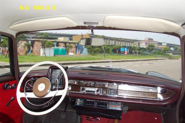 『易特商務網古董車出租1966年賓士古董車出租 230S 』
