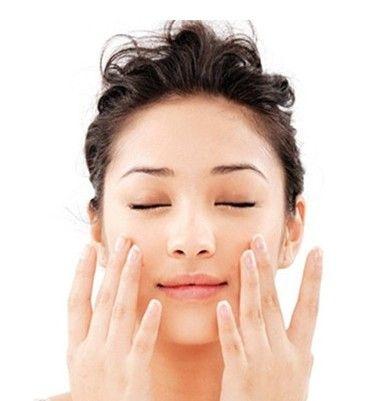 變小臉每天只需1分鐘! 讓下巴線條緊實的「瘦臉淋巴按摩法」