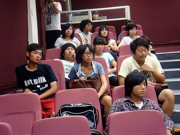 一大早的時間還是很多學生來參加