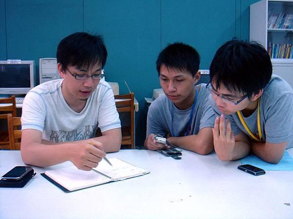 5/27 來到台南二中,兩位高一的同學很認真的在訪問導演!