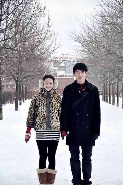 兩人在雪地中共度情人節