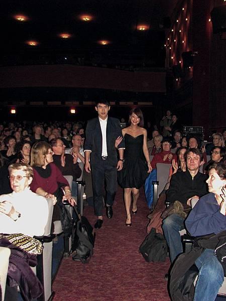 觀眾夾道歡迎