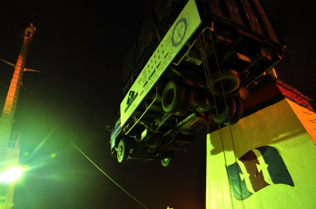 空中的大卡車,乘客只有小馬兒