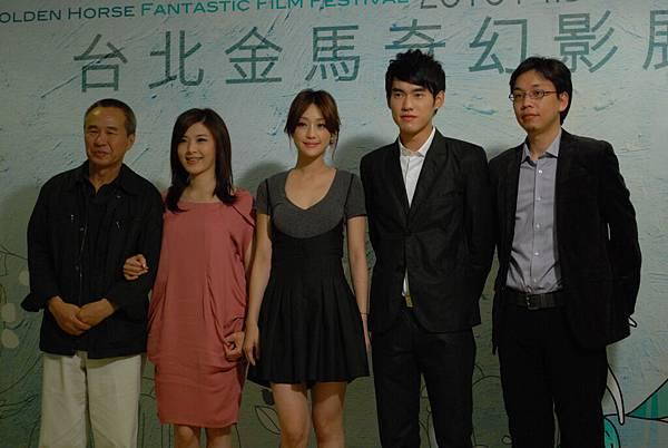 (左起)候孝賢、蘇慧倫、謝欣穎、張書豪、侯季然