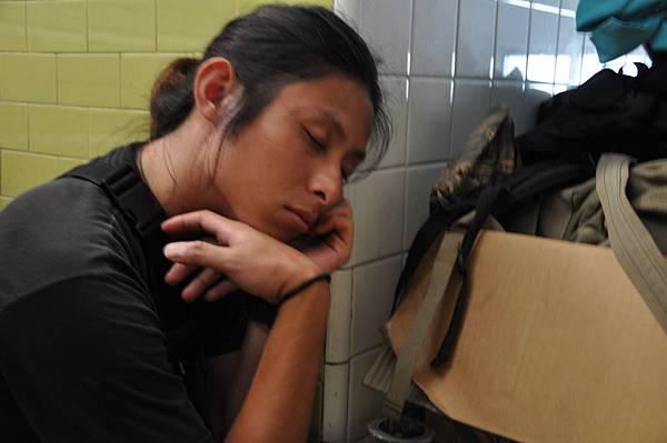睡著的美術阿吉