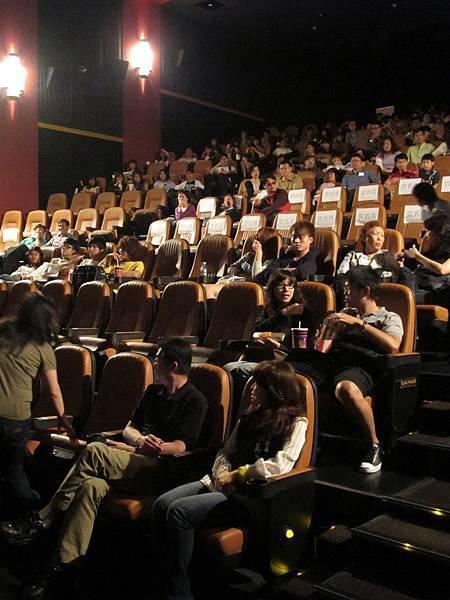 首映會滿滿的人