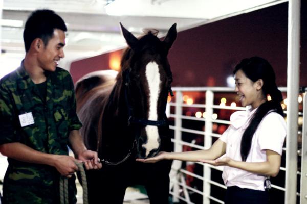 《有一天》拍攝,謝欣穎張書豪與馬在台華輪上.jpg