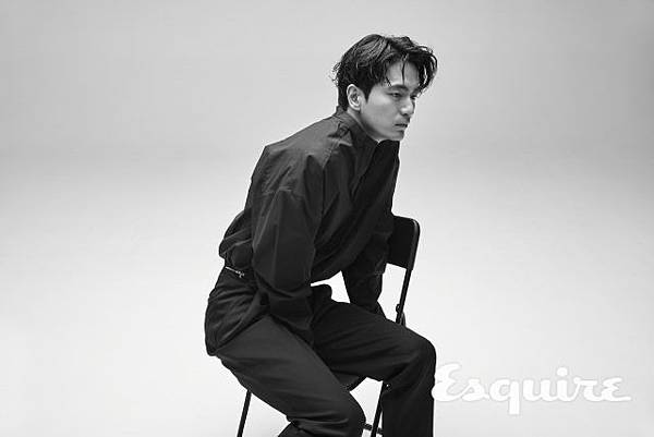 esquire-2018-05-interview-leejinwook-006-640x427