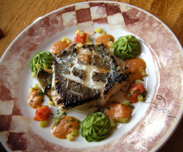 Combourg的L'Ecrivain餐廳-Nata的烤魚