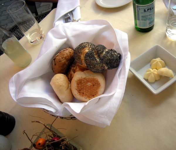飯店餐廳的豪華麵包籃