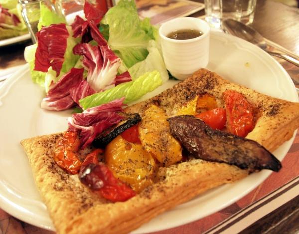 Feuilleté Provençale avec sa Salade