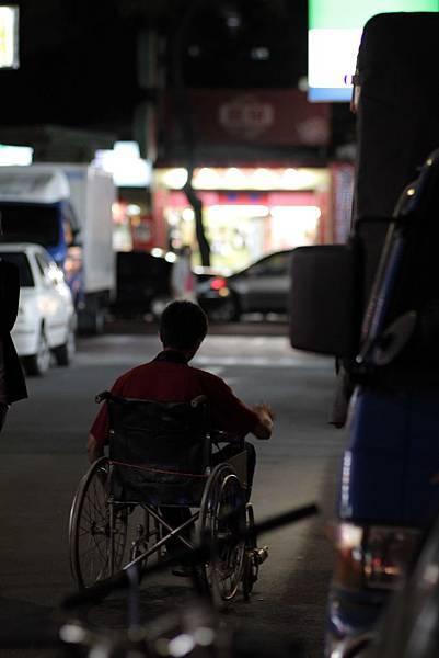 輪椅男-02.jpg