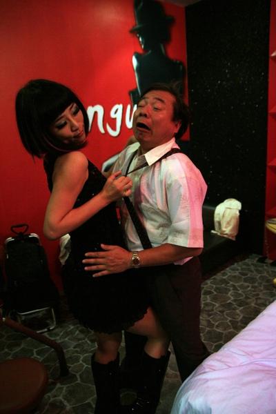 阿坤伯&豔舞小蜜(吳可熙)-01.jpg