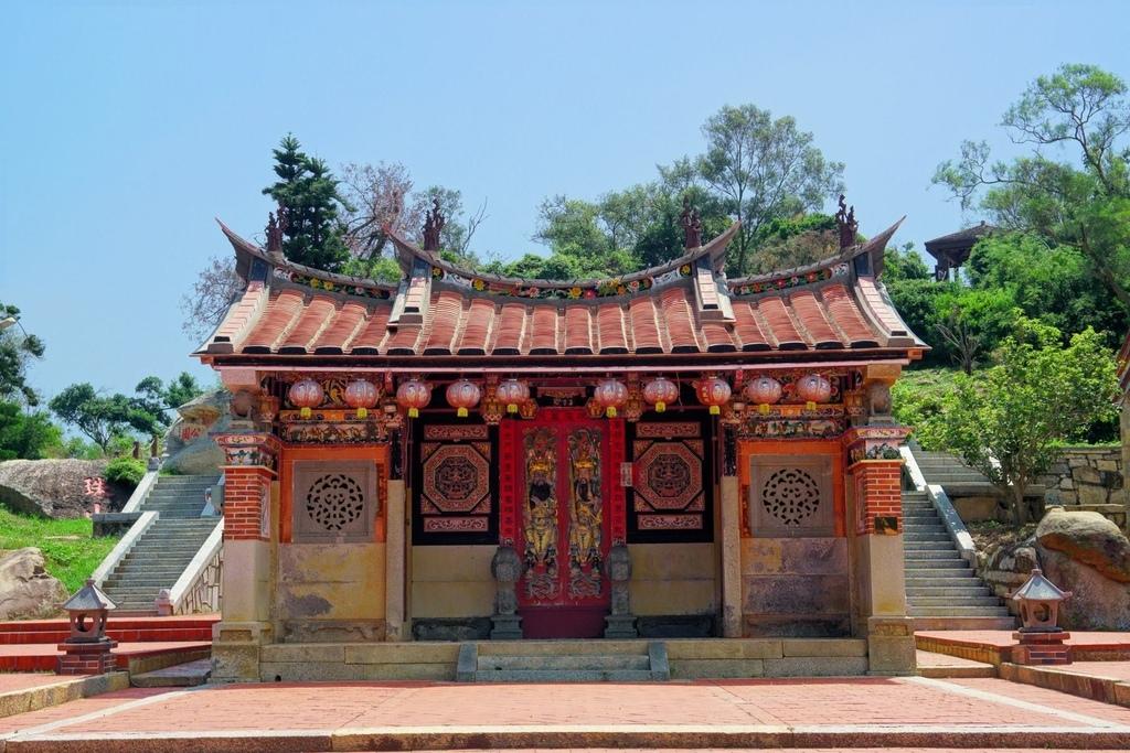 位於大潭後方的薛氏家廟