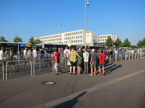 德國球賽散場接駁