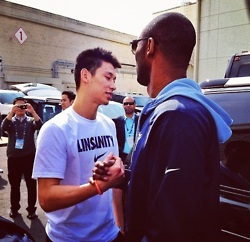 林書豪與kobe握手