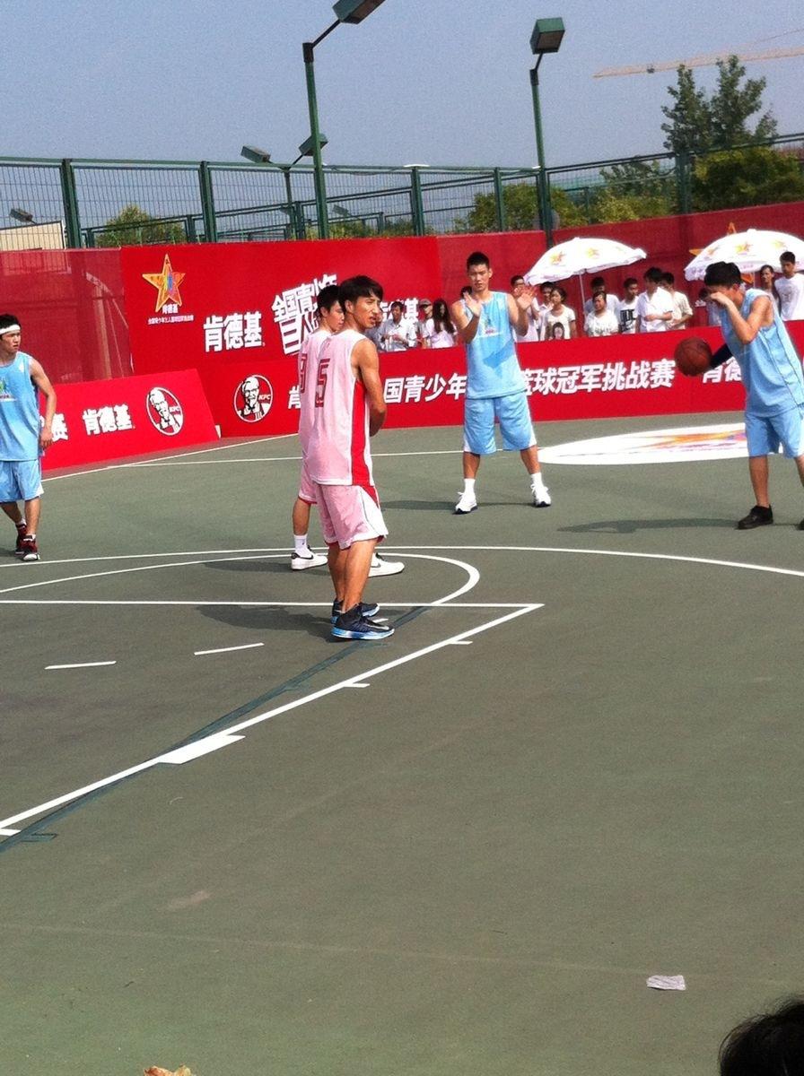 2012.08.12林書豪上海拍肯德基三人籃球廣告