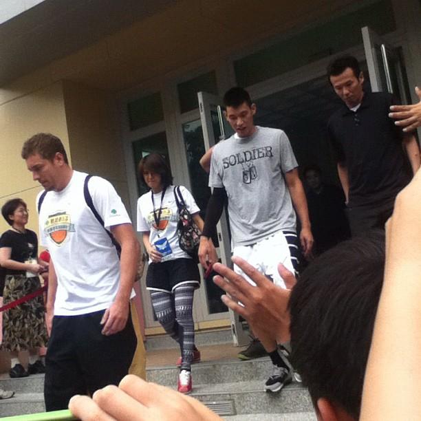 2012.08.29 林書豪籃球營-離開體育館 Jeremy Lin leaving