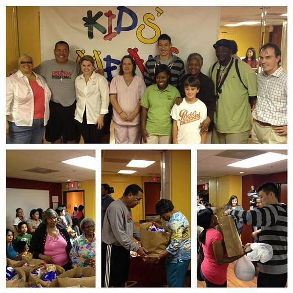 20121121 林書豪感恩節前做慈善 為100個家庭派送火雞 4