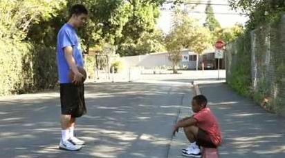 林書豪幫助11歲男童恢復自信 男童後來也成為鼓勵他的精神支柱