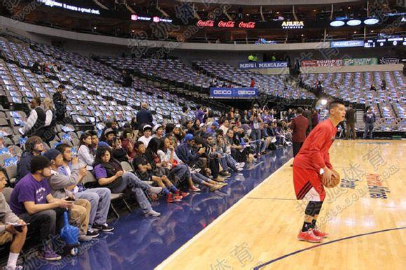林書豪賽前練習投籃