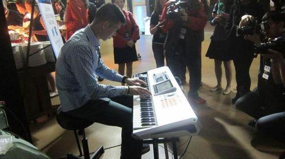 林書豪彈電鋼琴