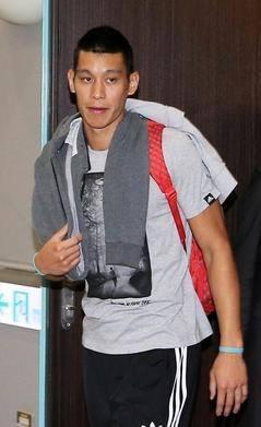 林書豪結束台灣行程 24日凌晨0時20分搭乘中華航空公司班機返回美國洛杉磯  5.jpg